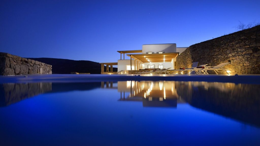 Explore our unique and magnificent selection od luxury villas in Myconos